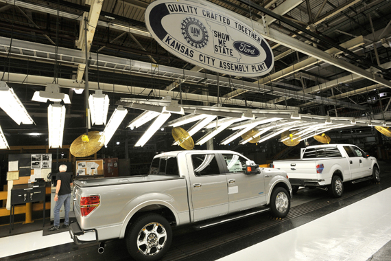 Ford Dealership Kansas City >> Ford Adding 2 000 Plus Jobs At Kansas City Assembly To